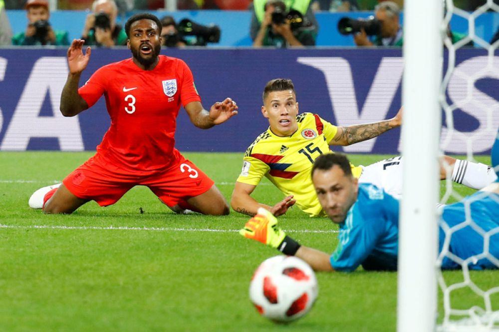 Момент у ворот сборной Колумбии во время матча с Англией на стадионе «Спартак» в Москве.