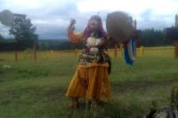 Перед началом мероприятий на Барисане по пути в посёлок Усть-Ордынский провели шаманский обряд благословения.