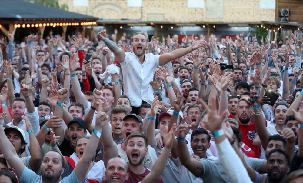 Англичане радуются победе в матче с Колумбией, Лондон.