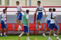 Игроки сборной России на тренировке. Слева направо: Александр Самедов, Денис Черышев. Третий справа: Александр Головин.