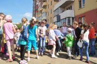 """Во дворах многоэтажек УК """"Наш дом"""" всегда много детей."""