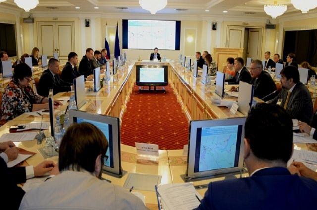 Дмитрий Артюхов провел совещание по строительству Северного широтного хода