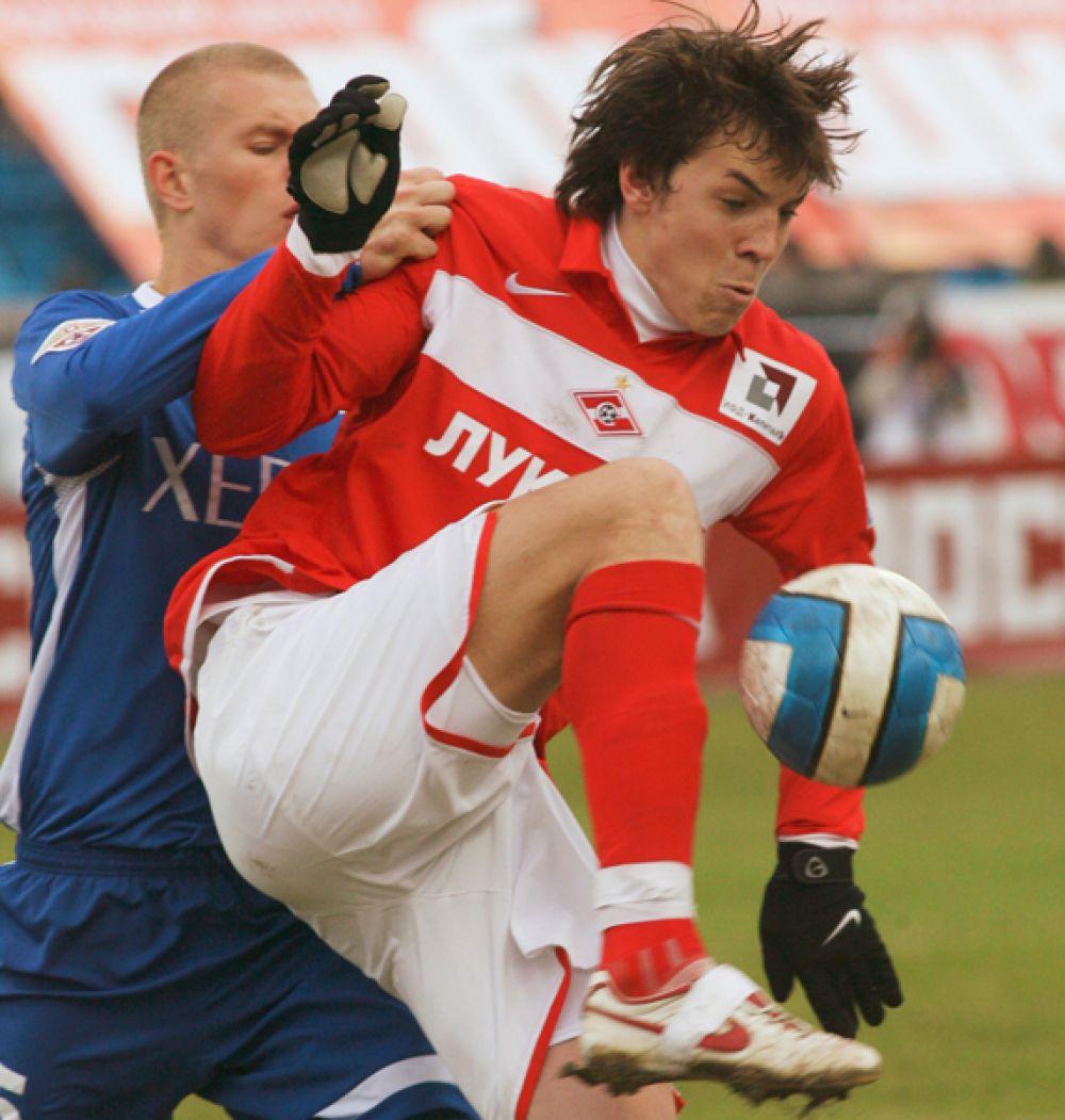Артем Дзюба. В 8 лет Артем пришел заниматься в академию «Спартака». В 2005 году перешел во взрослую команду клуба и начал выступать за дублирующий состав, а с 2006 года — за основной.