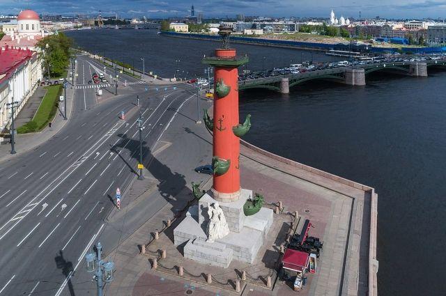 Ростральная колонна в Петербурге.