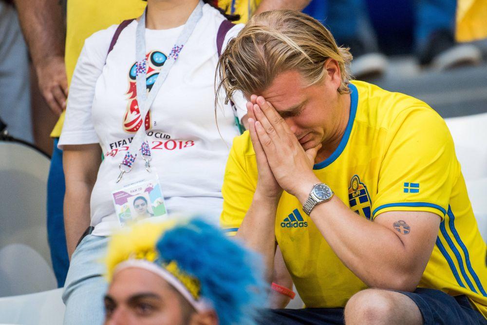 Слёзы фаната сборной Швеции.