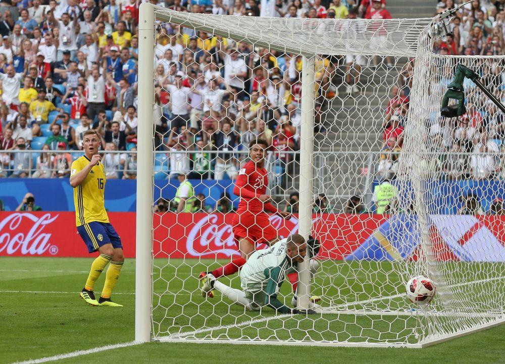 На 59-й минуте Деле Алли забивает второй гол.