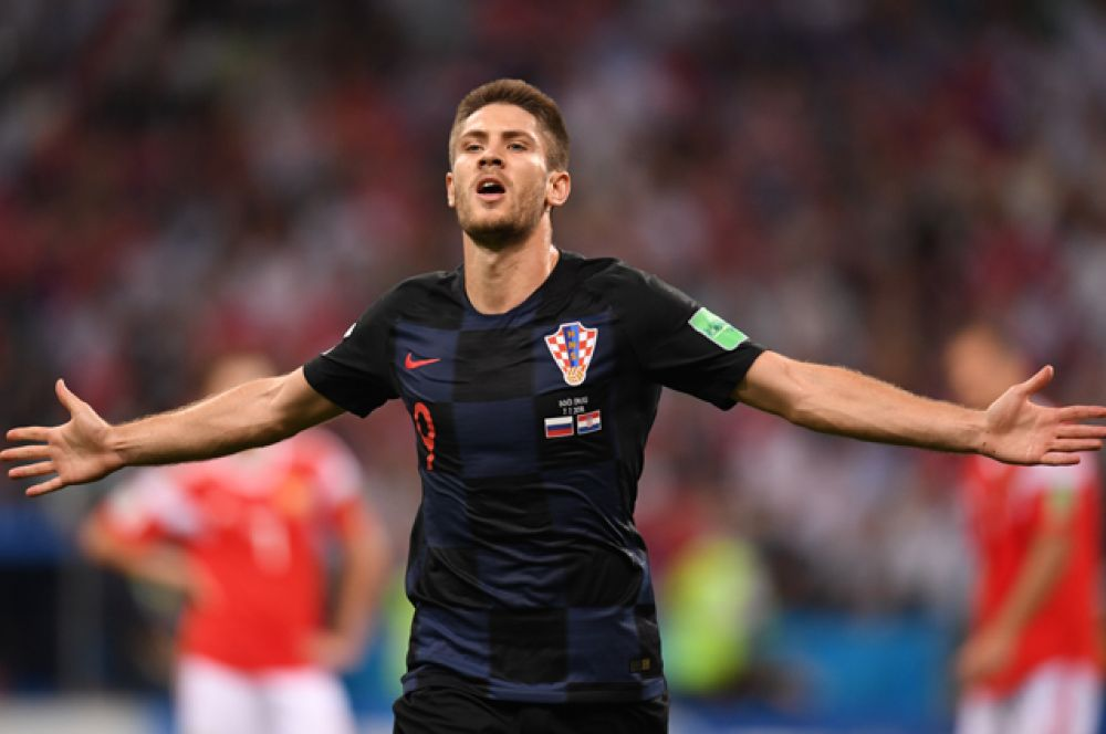 Андрей Крамарич радуется ответному забитому мячу.
