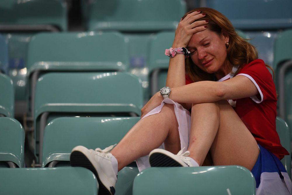 Фанатка сборной России не верит в проигрыш своей команды.