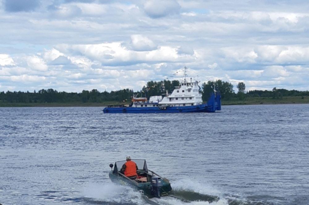 А самые смелые могли покататься по Енисею на моторной лодке!