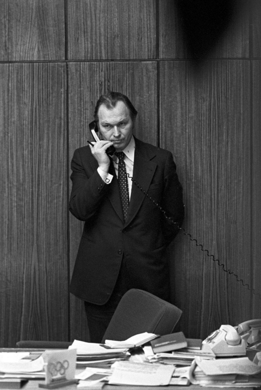 Валерий Николаевич Ганичев— главный редактор газеты «Комсомольская правда» всвоем рабочем кабинете.1980год.