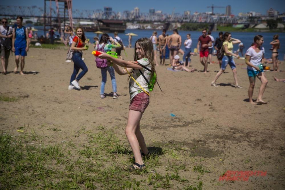 Праздник славянских народов, в который по традиции принято обливаться водой нравится сибирякам.