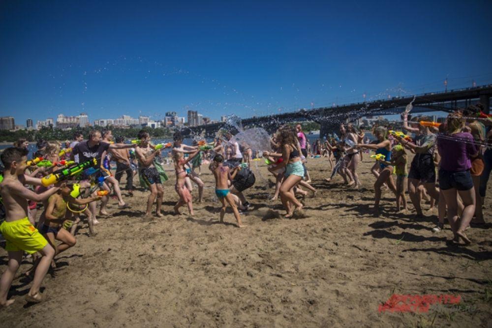 Веселье на пляже закончилось, в боях победила дружба.