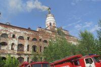 По сообщению МЧС, пожар произошёл из-за неосторожного обращения с огнем.