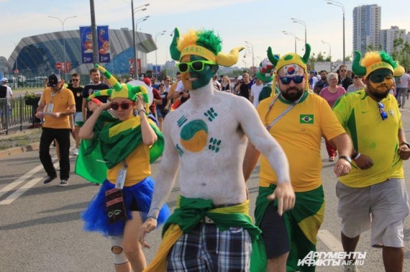 Бразильцы идут болеть за сборную Южной Кореи, как видно из их боевой раскраски.