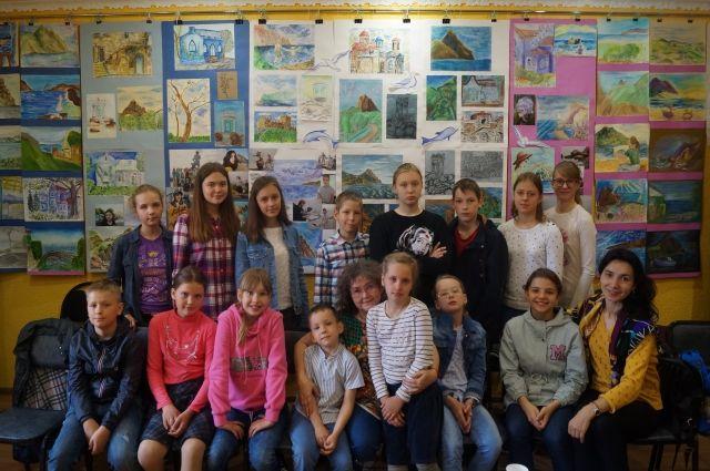 В Тюмени открылась выставка работ юных художников «Крымские каникулы»