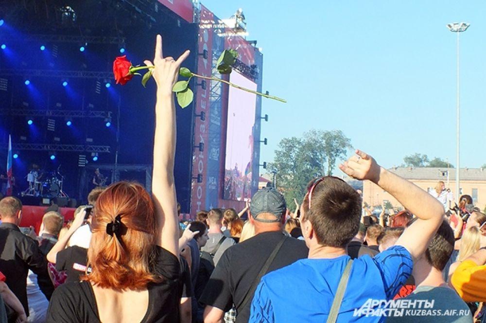 Сотни любителей тяжёлой музыки собрались на концерт в честь 400-летия Новокузнецка.