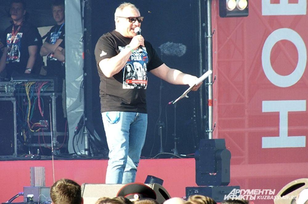 Вечером у ТРЦ «Планета» состоялся Международный рок-фестиваль. Вёл вечер заслуженный артист России, актёр, музыкант, известный шоумен, участник легендарного бит-квартета «Секрет» Николай Фоменко.