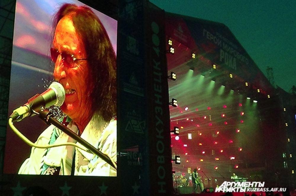 Легендарный музыкант и вокалист Кен Хенсли (Великобритания), который в этом году отмечает своё 73-летие, исполнил известные хиты группы «Uriah Heep».
