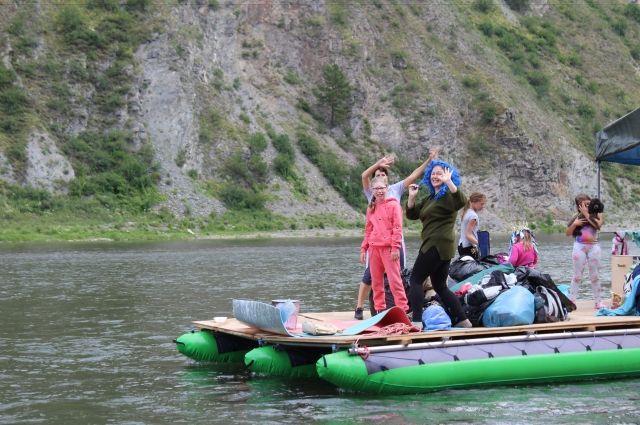 Провести время на реке - отличный способ отдохнуть.
