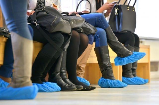 Супрун раскритиковала принудительное ношение бахил посетителями в больницах