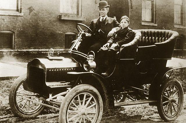 Генри Форд в Ford Model T.