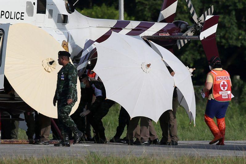 Спасенные школьники в военном аэропорту Чианг Рай.