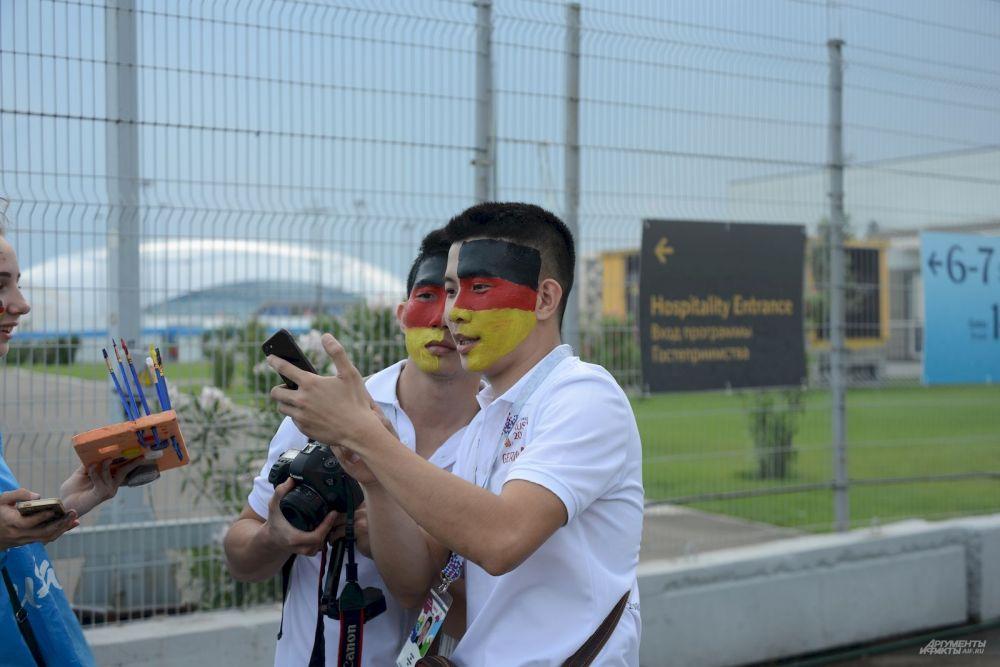 Среди китайских болельщиков оказалось много фанатов сборной Германии.