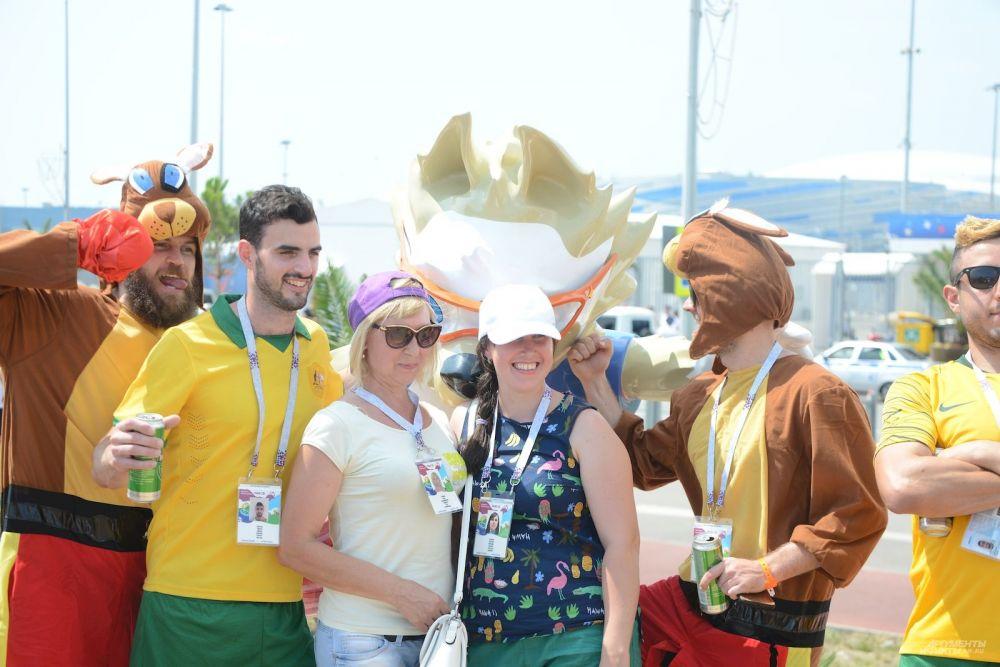 Австралийцев на курорте можно было отличить по желтым футболкам и широким улыбкам.