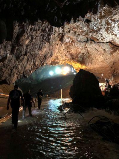 Спасатели в пещере Тхам Луанг.