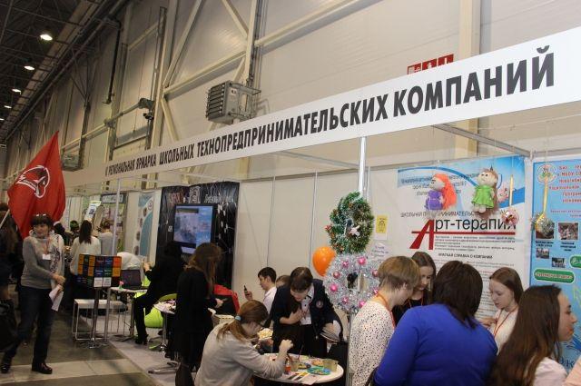 Школьники Новосибирской области изготавливают на 3D-принтере детали для машин.