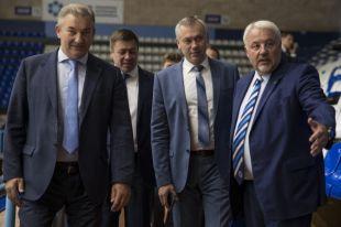 Андрей Травников и президент Федерации хоккея РФ Владислав Третьяк поставили задачи по подготовке молодёжного чемпионата мира по хоккею.