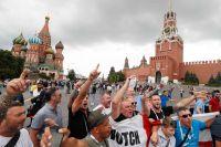 Иностранные болельщики на Красной площади.