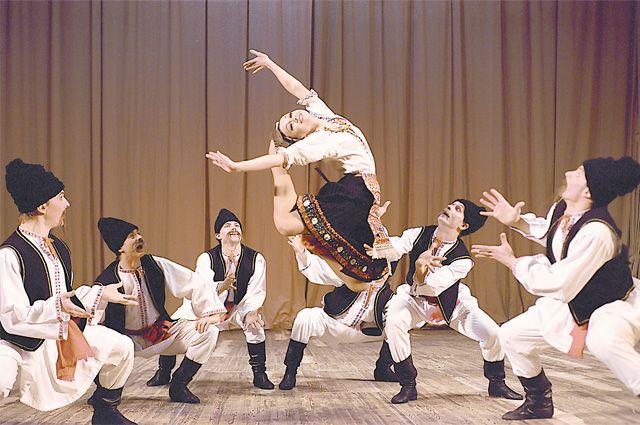 Молдавский шуточный танец «Табакеряска» в репертуаре много лет и сегодняшнему зрителю очень нравится.
