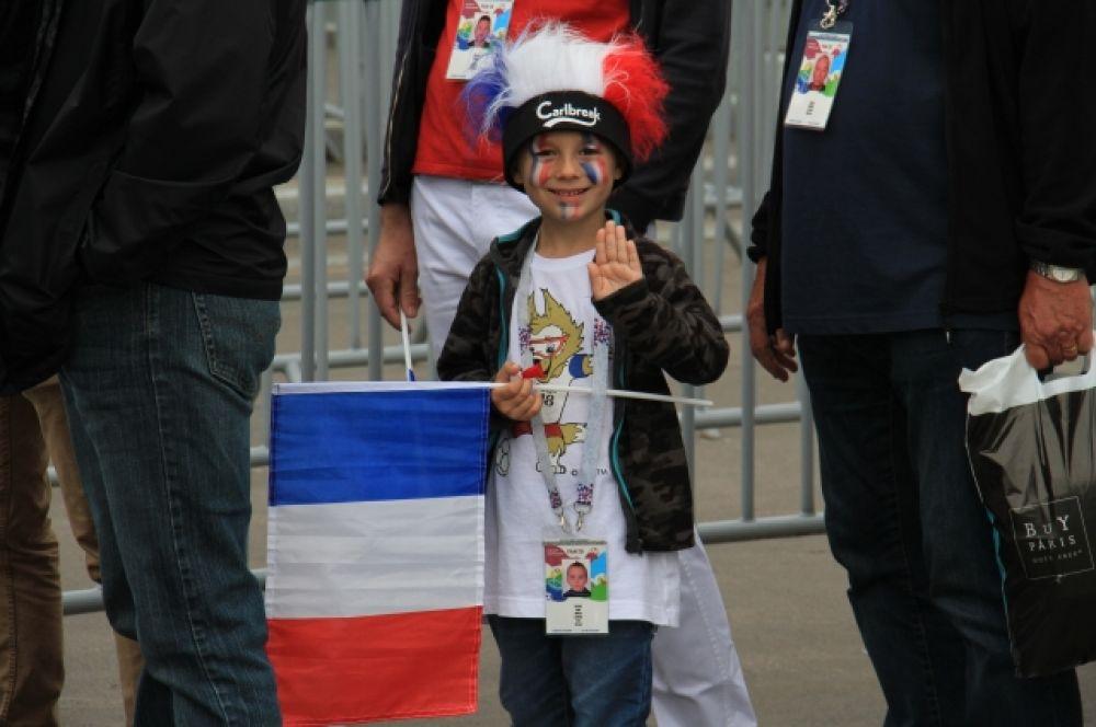 На стадионе можно было увидеть и самых юных любителей футбола.