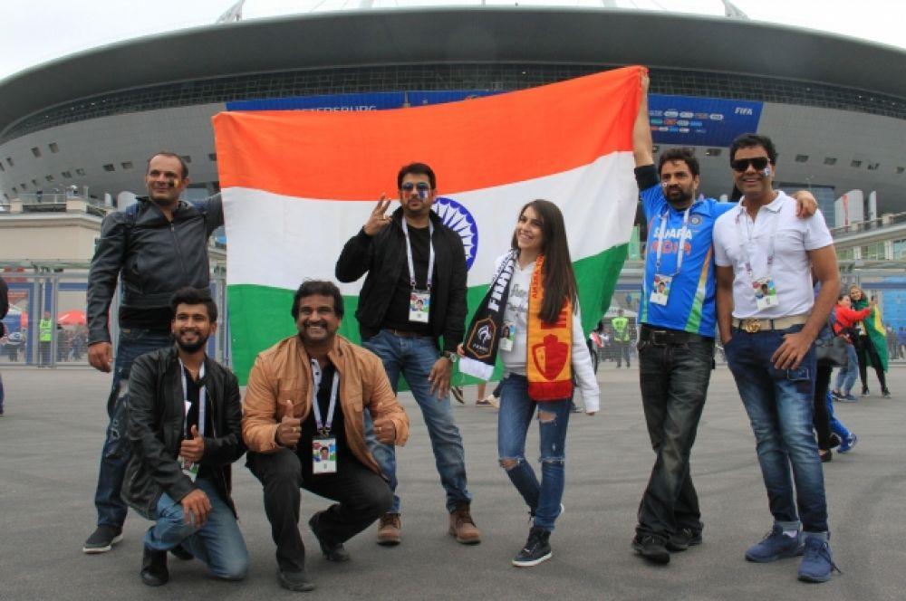 На стадион пришли не только французы и бельгийцы, но и гости ЧМ из других стран мира.