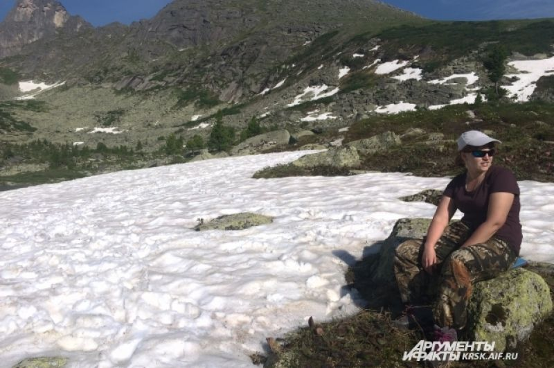 Снег на возвышенностях лежит практически всё лето.