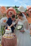 Праздничный торт для новоиспеченной семьи