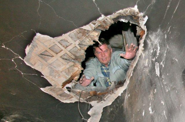 Жильё сдают с такими недоделками, что здания быстро приходят в негодность.
