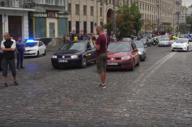 В Киеве возникли автомобильные заторы из-за митинга в центре города
