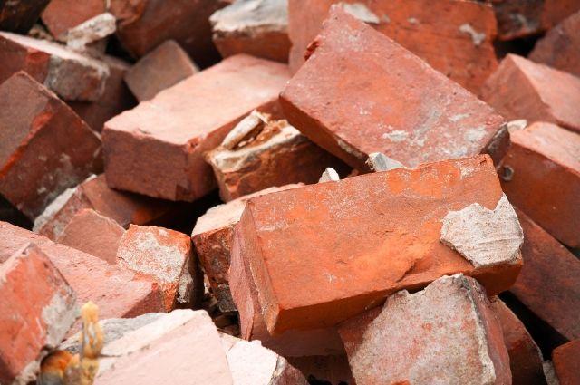 Соцсети: в Оренбурге на улице Минской рухнула стена магазина.