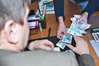 Преподаватель потребовал у студентки более 10 тысяч рублей.