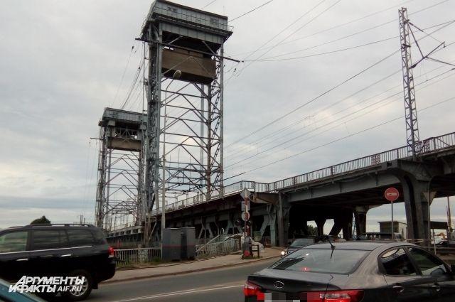 Двухъярусный железнодорожный мост до 30 сентября будут закрывать по ночам.
