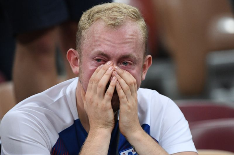 Болельщик сборной Англии после полуфинального матча на стадионе «Лужники».