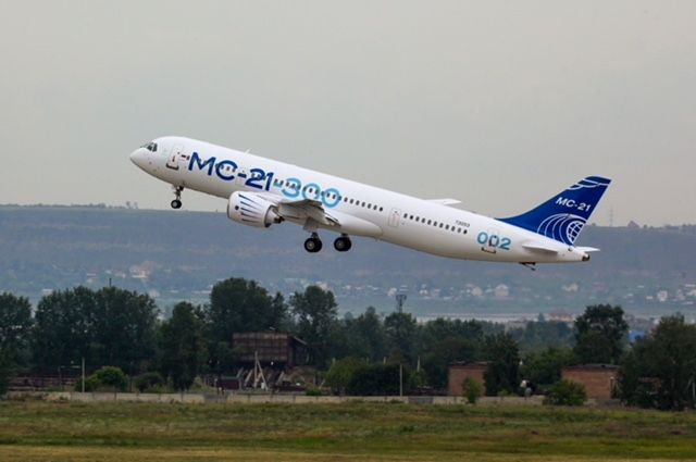 Самолет МС-21 совершил испытательный полет в новейшей окраске