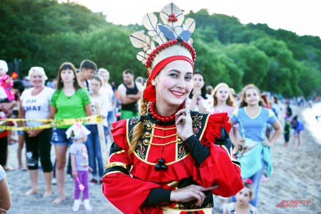 Русское народное веселье под открытым небом.