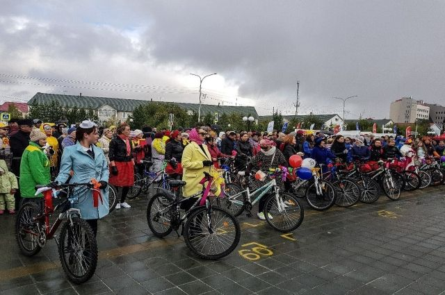 По Салехарду проедут ретро авто и леди на велосипедах