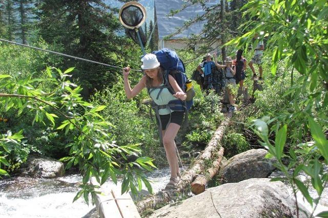 Юннаты не только изучали видовое разнообразие растений и насекомых, но и покоряли горные пики.