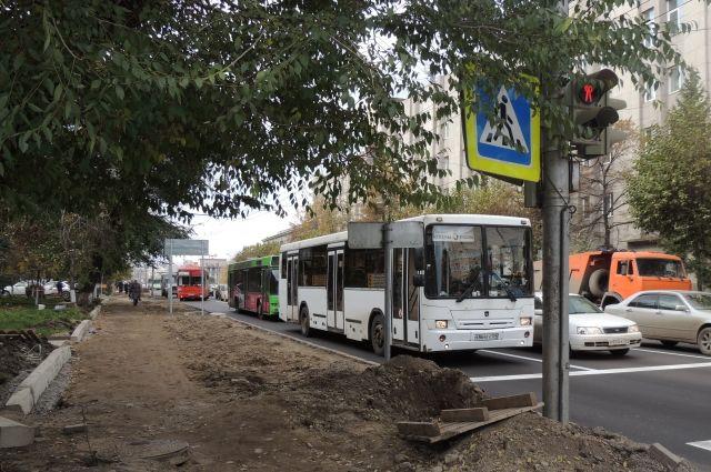 Водители автобусов любят погонять.