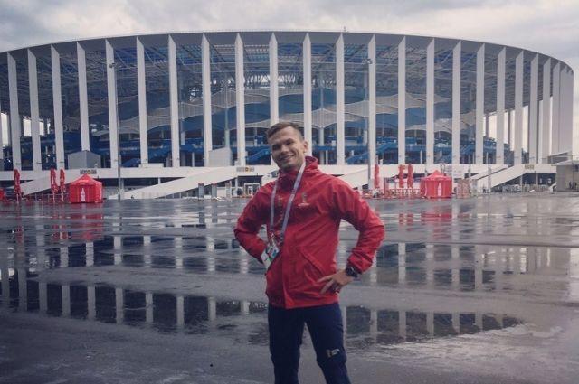 Волонтер у стадиона «Нижний Новгород»
