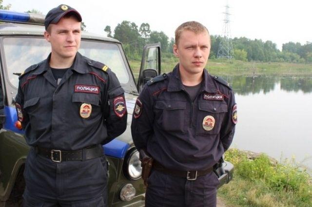 Вячеслав Мазнев и Денис Калюжный спасли рыбака.